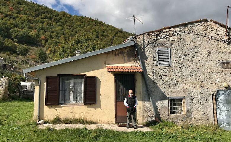 В итальянской деревушке всего два жителя, и они на карантине